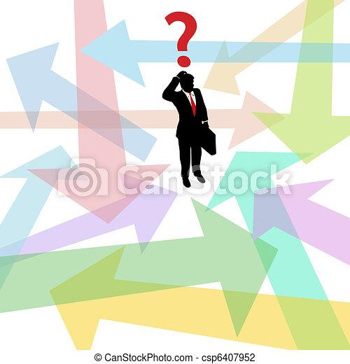 Confundido hombre de negocios perdido cuestiona la decisión de las flechas - csp6407952