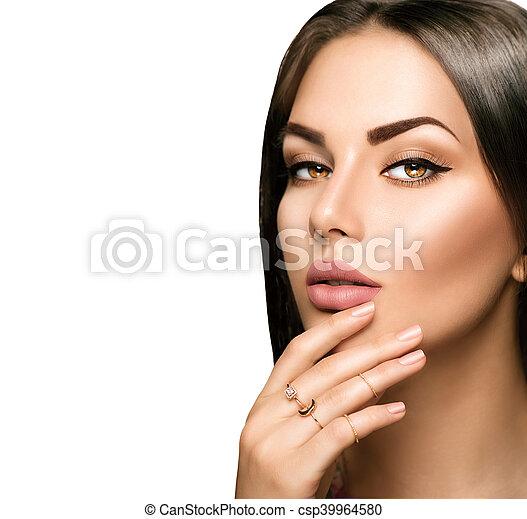 Labios perfectos de mujer con beige matte pintalabios - csp39964580