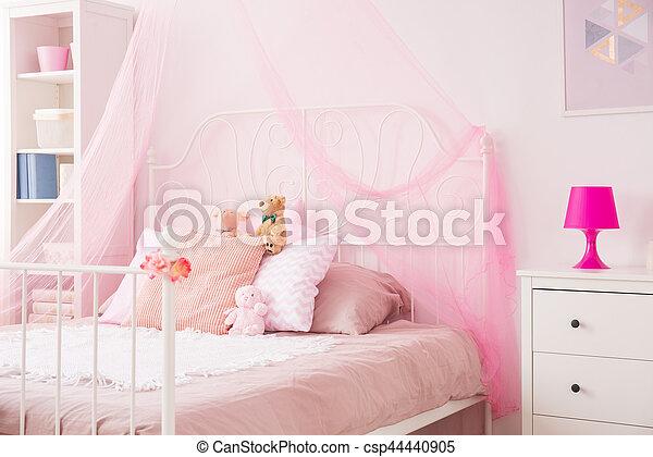 La habitación perfecta para chicas en rosa - csp44440905