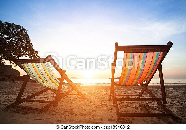 perfekt, concept., lättingar, semester, kust, folktom, hav, par, soluppgång, strand - csp18346812