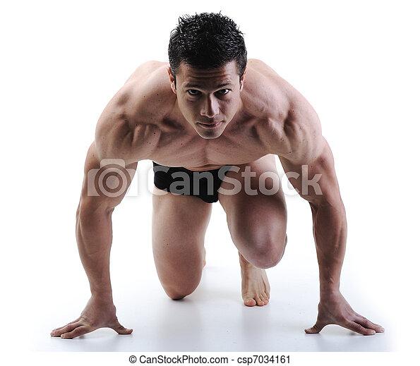 Der perfekte männliche Körper - Super Bodybuilder posieren - csp7034161