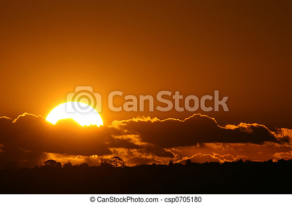 Perfekter Sonnenuntergang - csp0705180