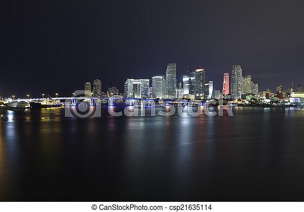 Miami City Skyline panorama nocturno - csp21635114