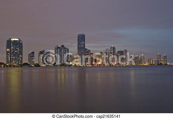 Miami City skyline panorama al atardecer - csp21635141