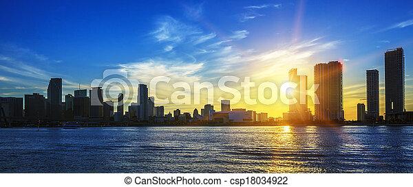 El panorama de la ciudad de Miami al atardecer - csp18034922