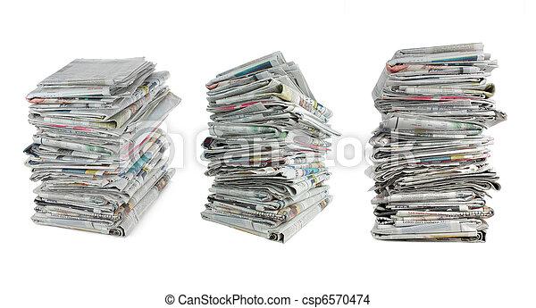 Periódico sobre blanco - csp6570474