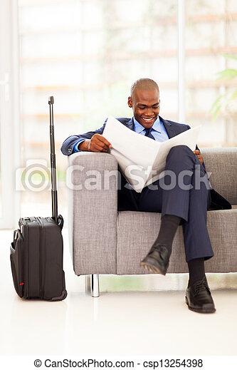 periódico, hombre de negocios, lectura, africano - csp13254398