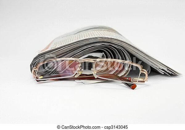 Los periódicos viejos - csp3143045