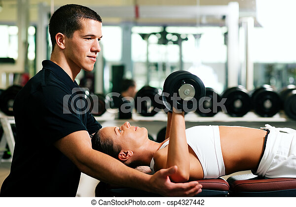 Personal Trainer in gym - csp4327442