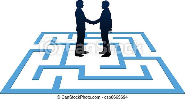 La gente de negocios encuentra solución de laberinto - csp6663694