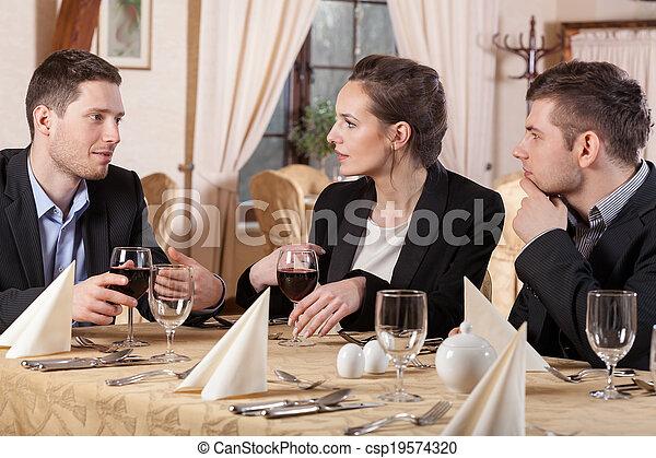 Gente de negocios en el restaurante - csp19574320