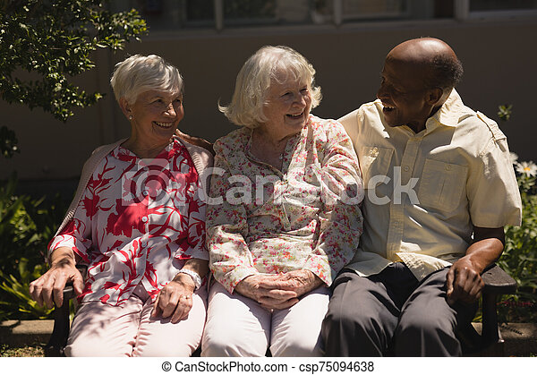 personne agee, amis, autre, jardin, vue, chaque, dialoguer, devant - csp75094638