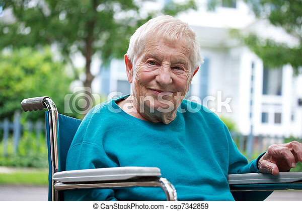 personne agee, dame, fauteuil roulant, heureux - csp7342859