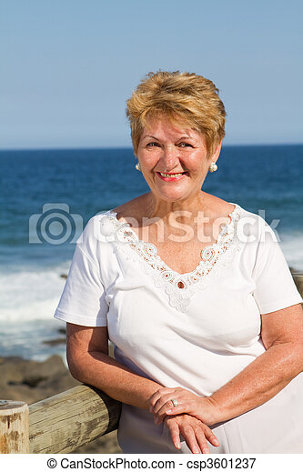 personne agee, heureux, femme, citoyen - csp3601237
