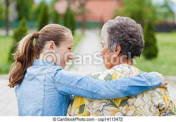 personnes âgées soucient - csp14113472