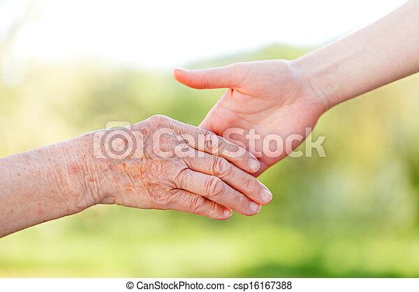 personnes âgées soucient - csp16167388