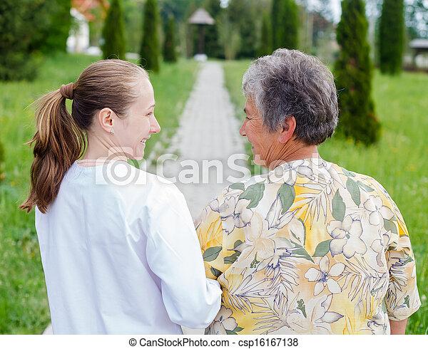 personnes âgées soucient - csp16167138