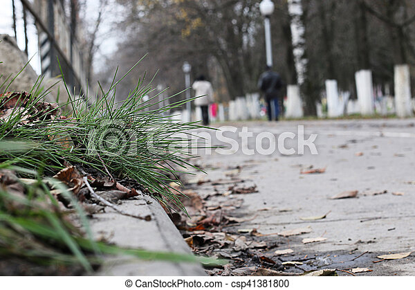 Perspective sidewalk in the park - csp41381800
