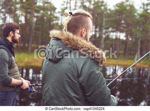 Pescadores con hiladores atrapando peces - csp41045224