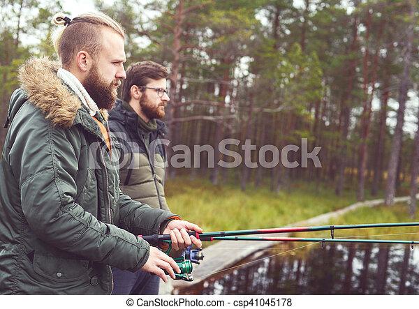 Pescadores con hiladores atrapando peces - csp41045178
