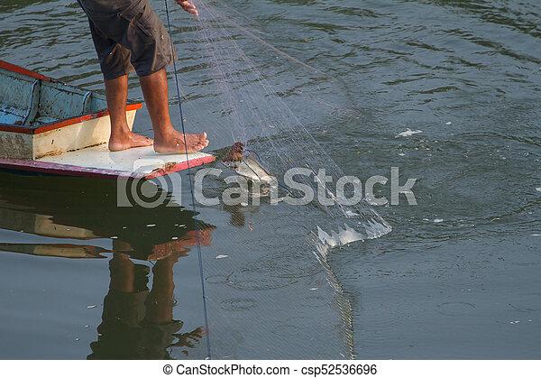 Los pescadores pescan con redes. - csp52536696