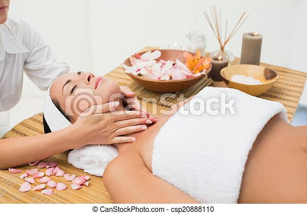 pescoço, calmo, desfrutando, massagem, morena - csp20888110