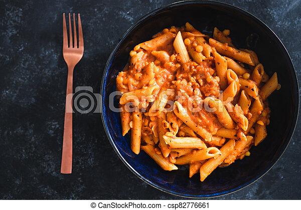 pesto, pâtes, rouges, vegan, penne, nourriture, plant-based - csp82776661