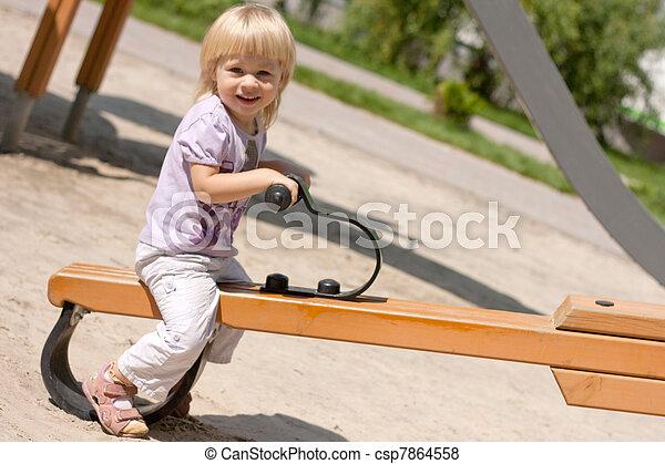 petite fille, balançoire - csp7864558