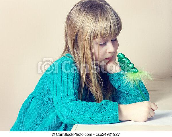 petite fille, dessin - csp24921927