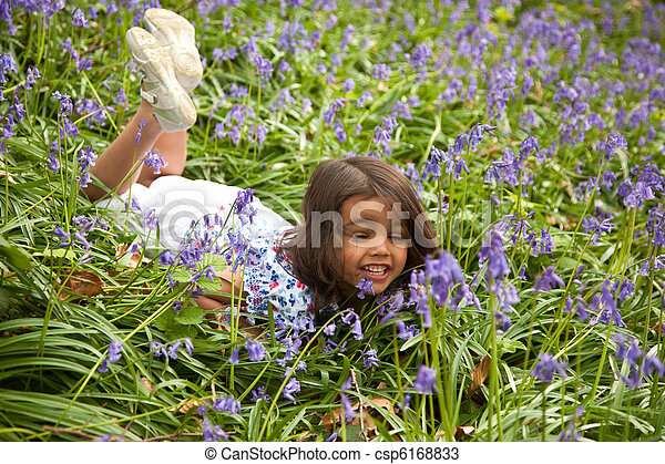 petite fille, sprinfglowers, entre - csp6168833