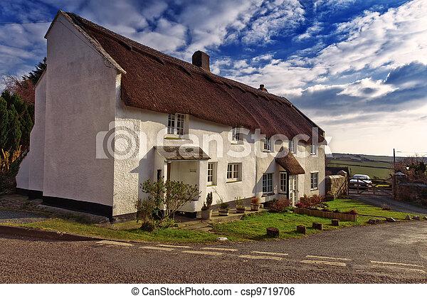 petite maison, couvert chaume - csp9719706