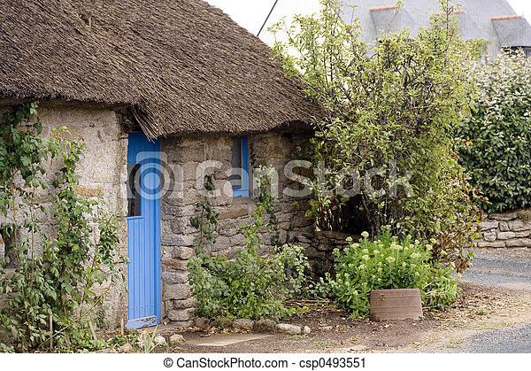 petite maison, couvert chaume - csp0493551