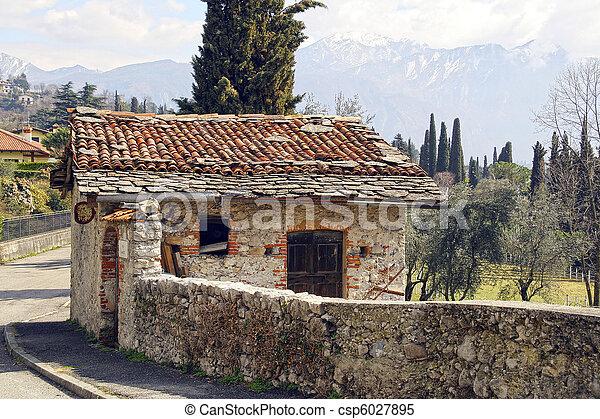 petite maison montagne pierre gamme olive montagne images de stock rechercher des. Black Bedroom Furniture Sets. Home Design Ideas