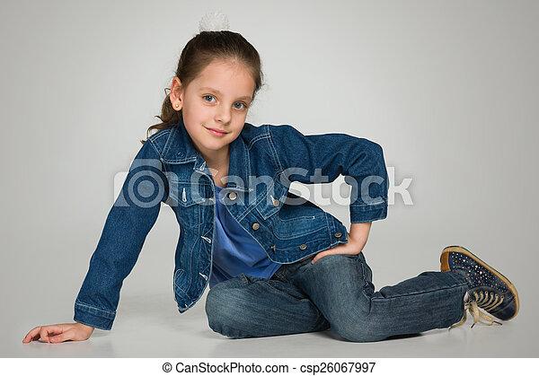 peu, assied, girl, heureux - csp26067997