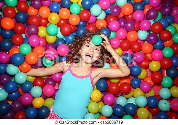 peu, balles, coloré, parc, cour de récréation, girl, jouer, mensonge - csp6086719
