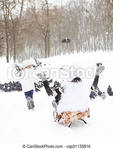 peu, elle, neige, amusement, mère, traîneau, girl, avoir - csp31135816