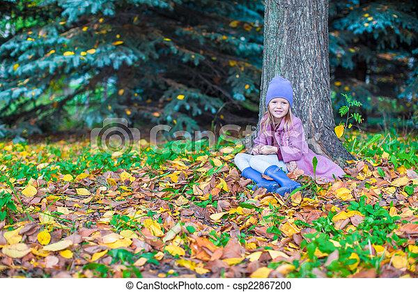 peu, ensoleillé, parc, automne, automne, girl, jour, heureux - csp22867200