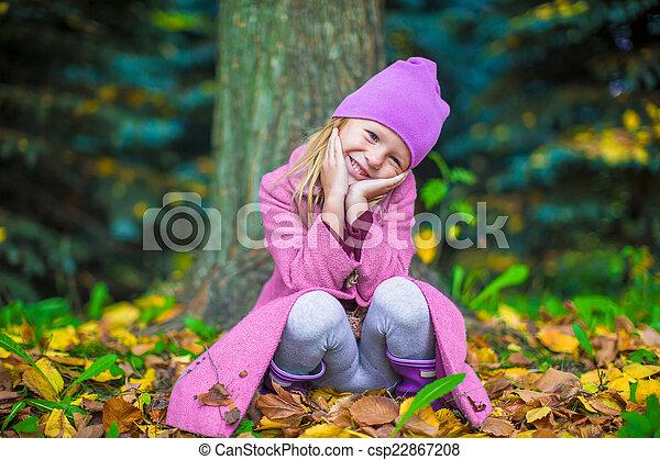 peu, ensoleillé, parc, automne, automne, girl, adorable, jour - csp22867208