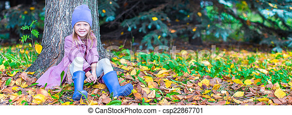 peu, ensoleillé, parc, automne, automne, girl, jour, heureux - csp22867701