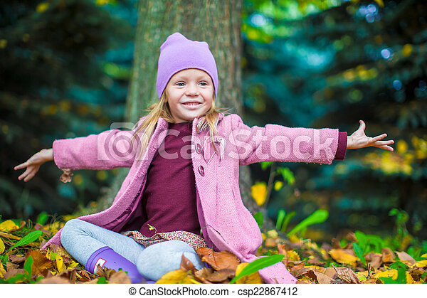 peu, ensoleillé, parc, automne, automne, girl, adorable, jour - csp22867412
