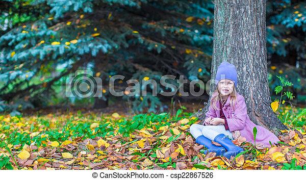 peu, ensoleillé, parc, automne, automne, girl, adorable, jour - csp22867526