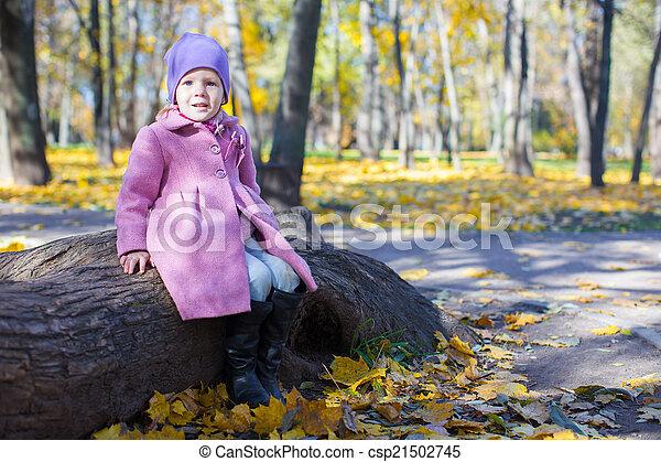 peu, ensoleillé, parc, automne, girl, jour, heureux - csp21502745