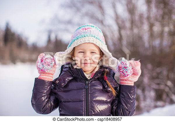 peu, hiver, ensoleillé, neige, portrait, girl, adorable, jour, heureux - csp18408957