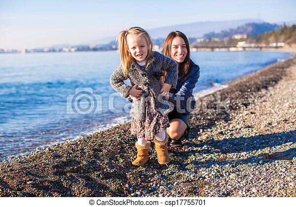 peu, hiver, jour, maman, amusement, girl, plage, avoir - csp17755701