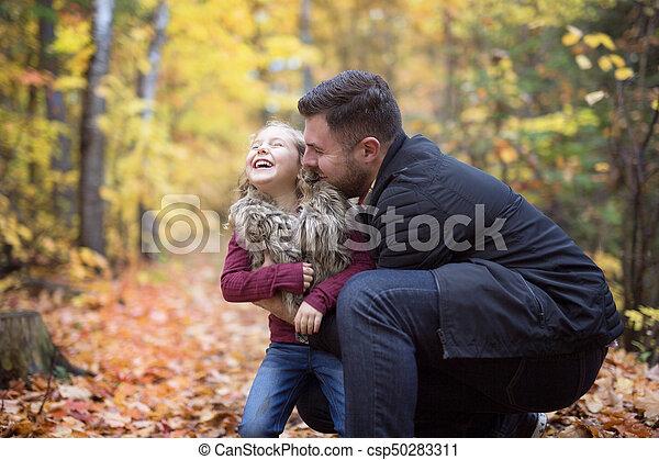 peu, père, parc, automne, dehors, girl, adorable, heureux - csp50283311