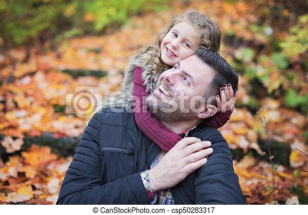 peu, père, parc, automne, dehors, girl, adorable, heureux - csp50283317