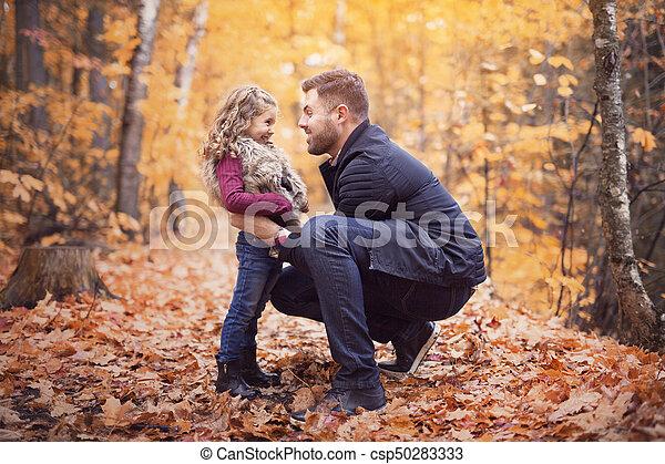 peu, père, parc, automne, dehors, girl, adorable, heureux - csp50283333