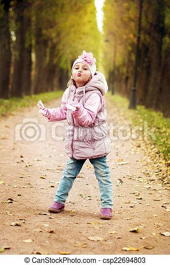 peu, parc, jouer, girl - csp22694803
