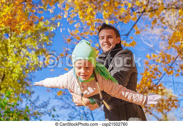 peu, parc, père, avoir, automne, ensoleillé, amusement, girl, jour, heureux - csp21502760
