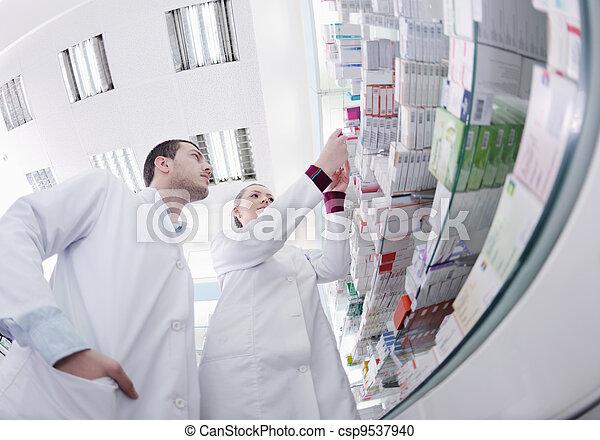 pharmacy drugstore people team - csp9537940